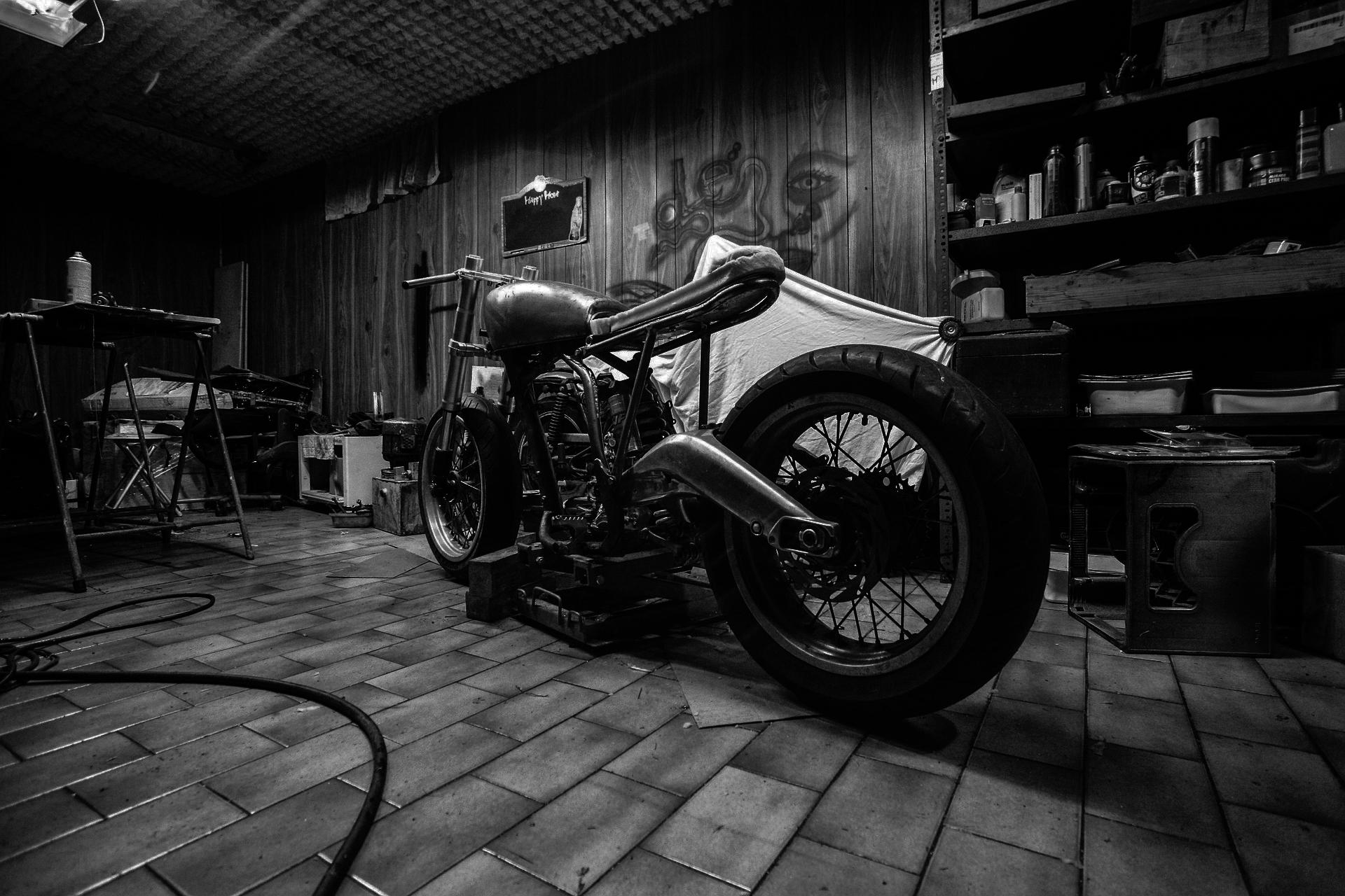 Biker shed donker